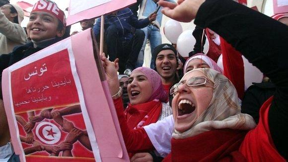 Protestors celebrate the one-year anniversary of their revolution in Tunis, Tunisa in 2012 (photo: dpa)