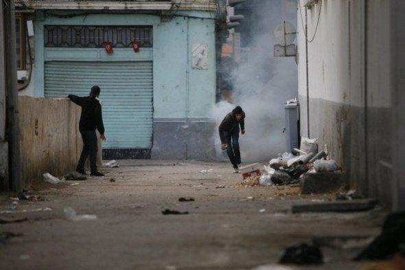 Youths in a suburb of Tunis (photo: dpa)