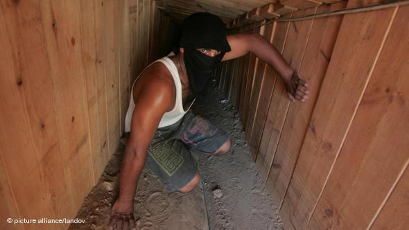 Smuggler's tunnel between the southern tip of Gaza and Egypt's Sinai Peninsula (photo: picture alliance/landov)