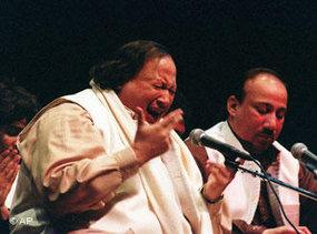 Nusrat Fateh Ali Khan during concert (photo: AP)