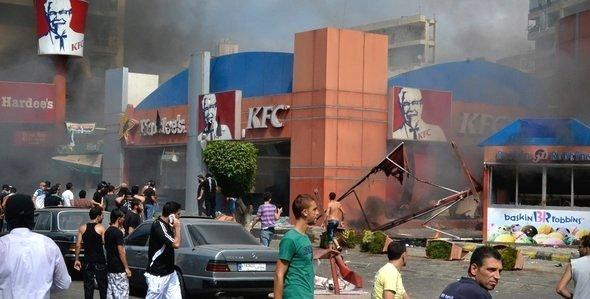 Ravaged and burning Kentucky Fried Chicken Restaurant in Tripoli, Lebanon (photo: AP)