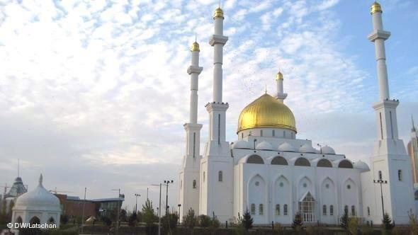 The Nur-Astana Mosque in Astana, Central Asia's biggest mosque (photo: Thomas Latschan/DW)