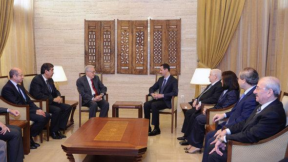Lakhdar Brahimi with Bashar al-Assad on 15 September 2012 in Damascus (photo: dpa/picture-alliance)