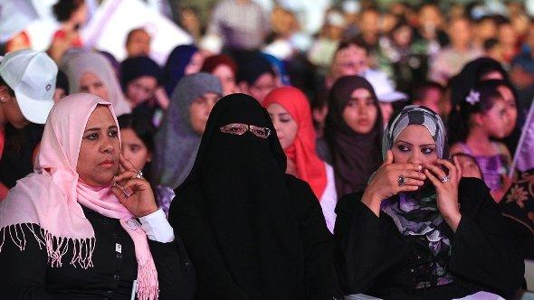 Libyan women, supporters of the Islamist Party al-Watan attend an election rally in Tripoli, Libya, 04 July 2012 (photo: dpa)