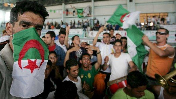 Supporters of Algeria's National Liberation Front (FLN) attend an electoral meeting, at the sport indoor hall in Algiers (dpa)