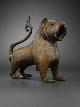 Bronze lion from Monzon in Spain (12th to 13th century), which functions as a water vessel (photo: courtesy Louvre)