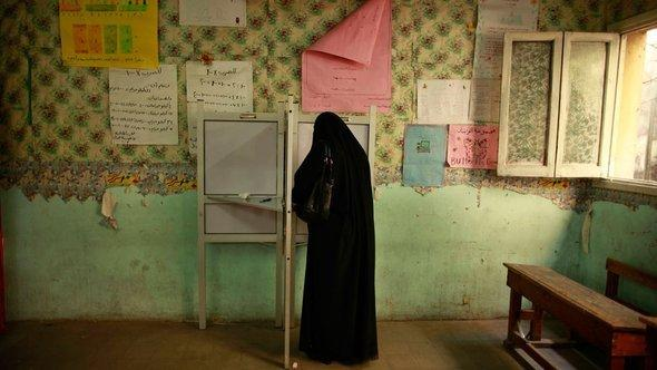 An Egyptian woman casting her vote at a polling station in Cairo (photo: Reuters/Suhaib Salem)