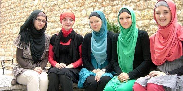 Studentinnen einer Madressah in Sarajevo; Foto: Charlotte Wiedemann