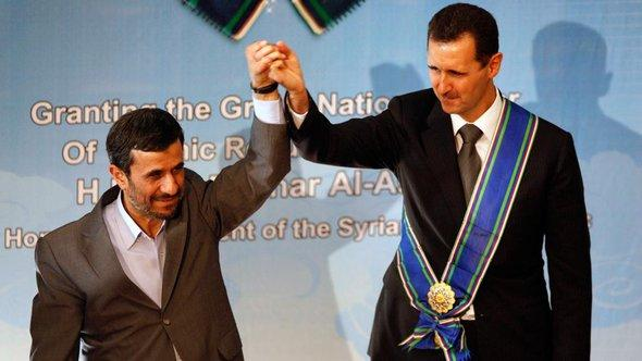 Bashar al-Assad and Mahmud Ahmadinejad (photo: AP/dapd)