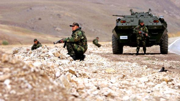 Turkish soldiers conduct regular patrols in Kurdish areas (photo: dpa)