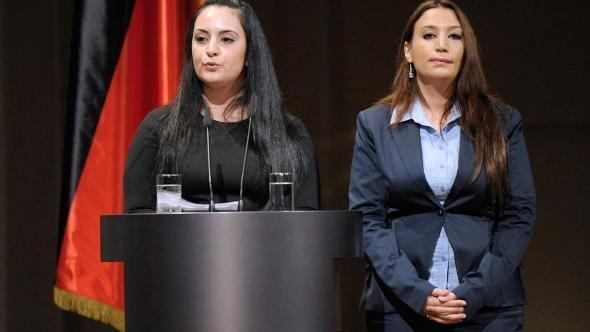 Semiya Simsek (r.) and Gamze Kubasik, family members of victims of the terror cell's series of murders (photo: dapd)
