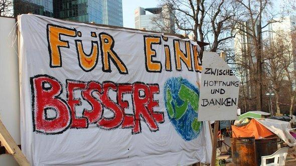 Demonstration by Occupy activists in the banking district in Frankfurt, November 2011 (photo: DW/Guilherme Correia da Silva)