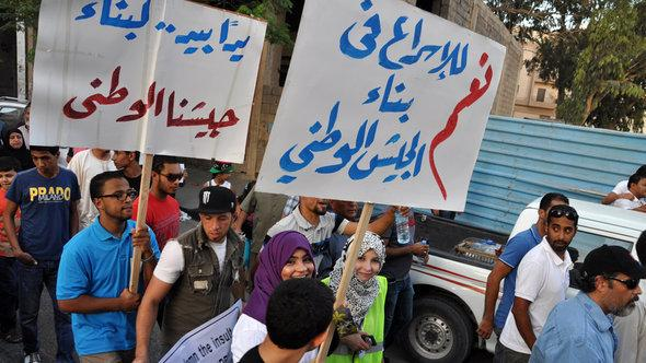 Demonstration against armed militia in Benghazi (photo: DW)