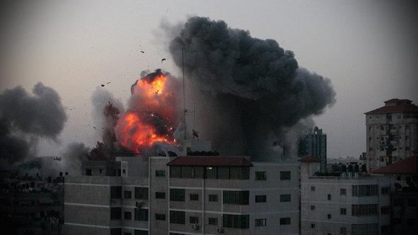 آثار القصف الجوي لقطاع غزة الصورة رويترز