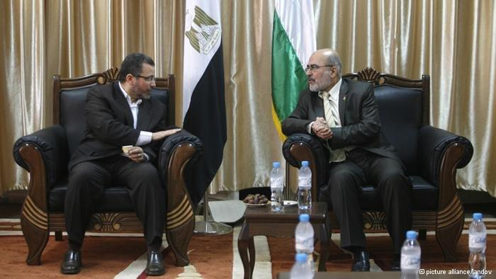 Egypt's prime minister Kandil during his visit in Gaza (photo: picture-alliance/landov))