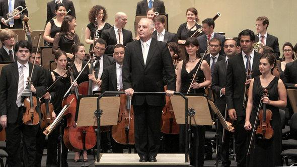 Daniel Barenboim and the West-Eastern Divan Orchestra in Seville (Spain), July 2012 (photo: EPA/Juan Ferreras)