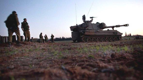 Israeli tanks on the border to the Gaza Strip (photo: Getty Images)