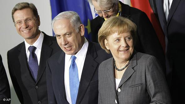 German Foreign Minister Guido Westerwelle, the Prime Minister of Israel Benjamin Netanyahu, Chancellor Angela Merkel, from left to right, pose for a group photograph of the German-Israeli consultations in Berlin, Germany, Monday, Jan. 18, 2010 (photo: dapd)