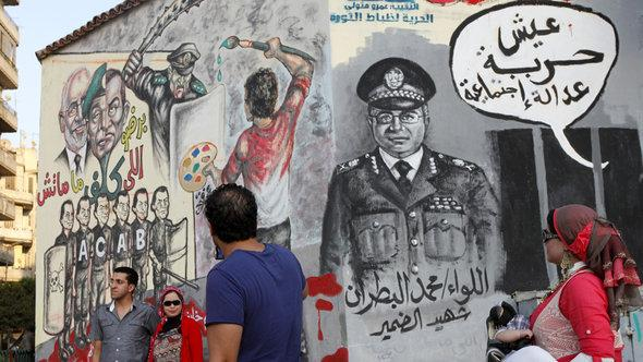 Agitprop murals in Cairo (photo: AP)