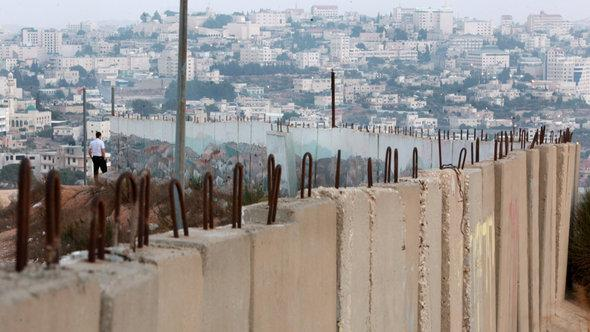 Israeli West Bank barrier at Jerusalem (photo: EPA/Jim Hollander)