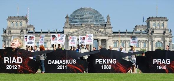 Protest against Germany's tank sale to Saudi Arabia in front of the Bundestag in Berlin (photo: dapd)