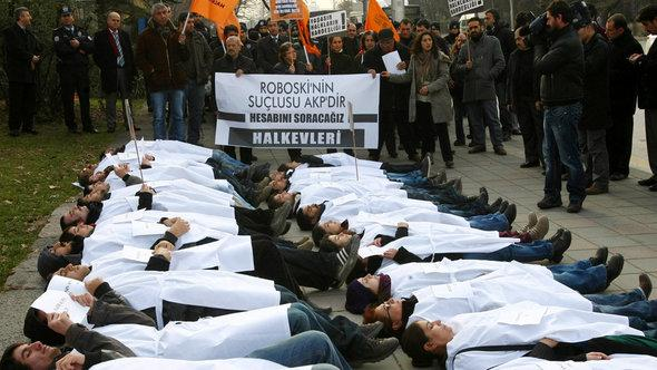 Members of a pro-Kurdish party stage a protest against the Turkish government in Ankara on December 28, 2012 (photo: Adem Altan/AFP/Getty Images