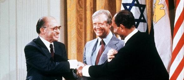 Anwar el Sadat (r) and Menachem Begin (l) on 17 September 1978 in Camp David (photo: picture-alliance/dpa)