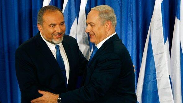 Avigdor Lieberman (l.) and Benjamin Netanyahu (photo: Reuters)