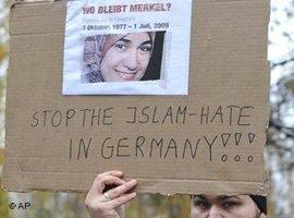 Muslims protesting against Islamophobia and racism on 11 November 2009 after the murder of Marwa El-Sherbini (photo: AP)