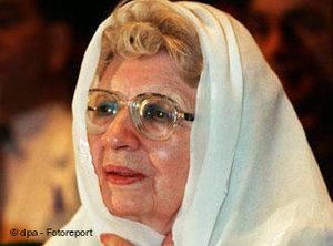Annemarie Schimmel in Pakistan in 1995 (photo: picture-alliance/dpa)