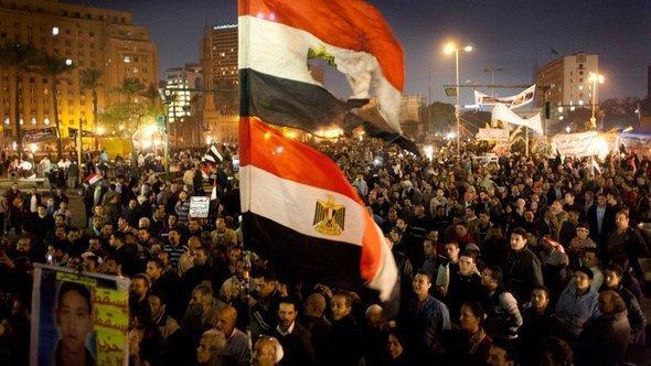 Egyptians protesting against president Mohammed Morsi during a rally in Tahrir Square, Cairo, December 2012 (photo: Nasser Nasser/AP/dapd)