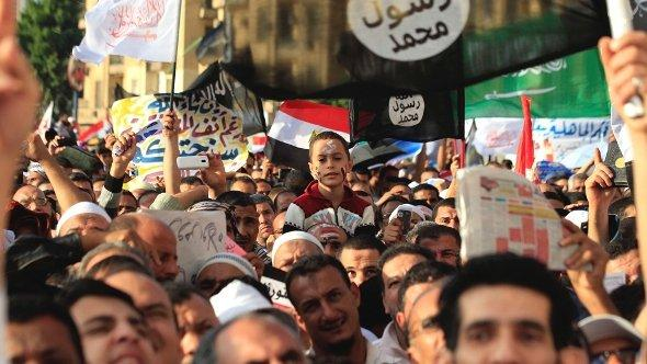Islamist Egyptian protesters attend a demonstration by hundreds of Salafists for the enforcement of Islamic sharia law at Tahrir Square in Cairo November 9, 2012 (photo: Reuters)