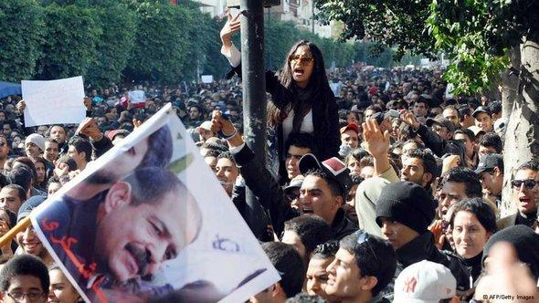 Protests in Tunis following the assassination of Chokri Belaid (photo: dpa)