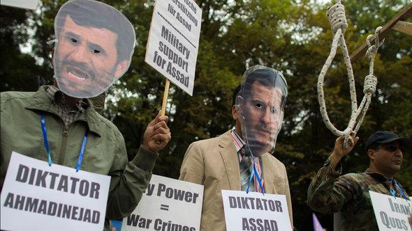 Protests against Ahmadinejad's support for President Assad in the Syrian civil war (photo: Reuters)