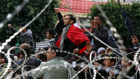 Tunisian protestors chant slogans outside the Interior Ministry in Tunis (February 7, 2013) during a demonstration against the killing of Chokri Belaid (photo: Khalil/AFP/Getty Images)