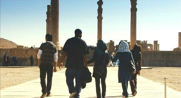 Kevin and the girls visit Persepolis (copyright: www.theiranjob.com)