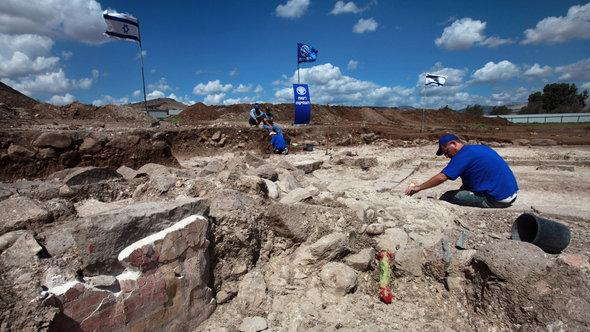 Archaeological excavation of a Jewish synagogue from the 2nd Temple period (50BC - 100AD) in Migdal on the north-western end of the Sea of Galilee in northern Israel (photo: David Silverman/Getty Images)
