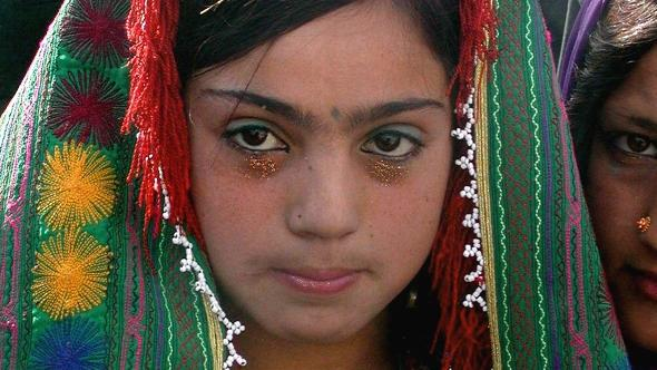 A twelve year old Afghan bride during the wedding ceremony in Herat (photo: dpa)