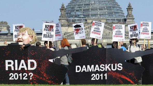 Demonstration in Berlin against German arms exports to Saudi Arabia (photo: dapd)