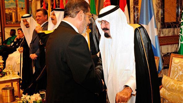 Egypt's President Mohamed Morsi (left) greets Saudi Arabia's King Abdullah (photo: Reuters)