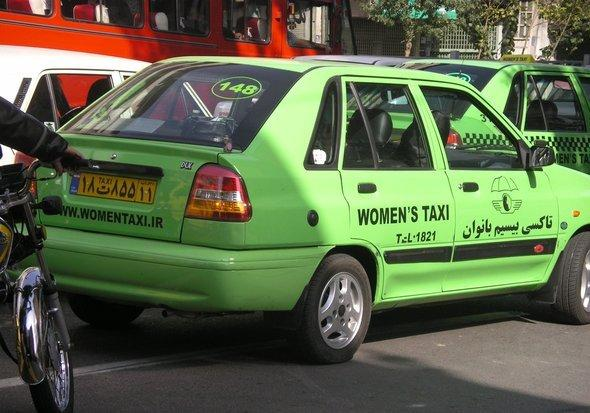 A women's taxi in Teheran (photo: Arian Fariborz)