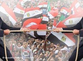 Photo montage symbolising the power struggle in Egypt (photo: shoot4u/Fotolia.com/DW)