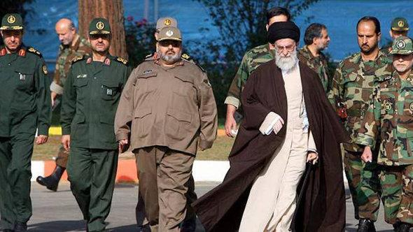Leader of the Islamic Revolution Alli Khamenei (third from right) and members of Iran's Revolutionary Guards (photo: ISNA)