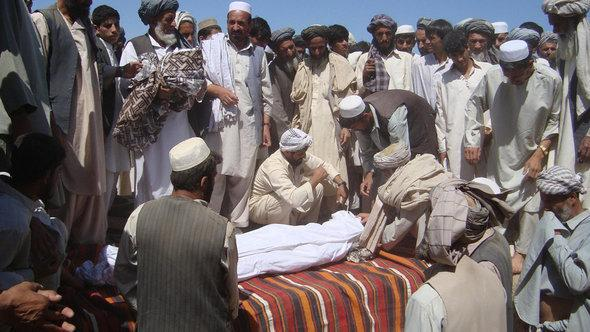 Members of the community attend a funeral after a NATO airstrike which destroyed two fuel tankers hijacked by the Taliban in northern Kunduz on September 4, 2009 (photo: Getty Images)