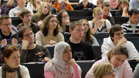 A female Muslim student attends a lecture at Martin Luther University in Halle (photo: dpa)