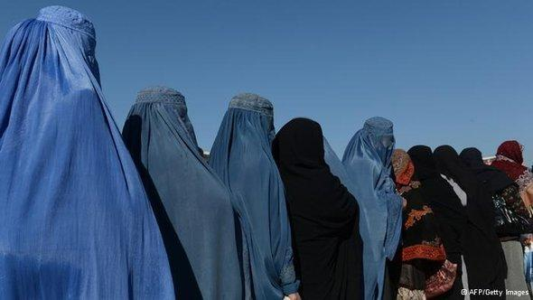 Afghan women standing in a queue (Photo: AFP/Getty Images)