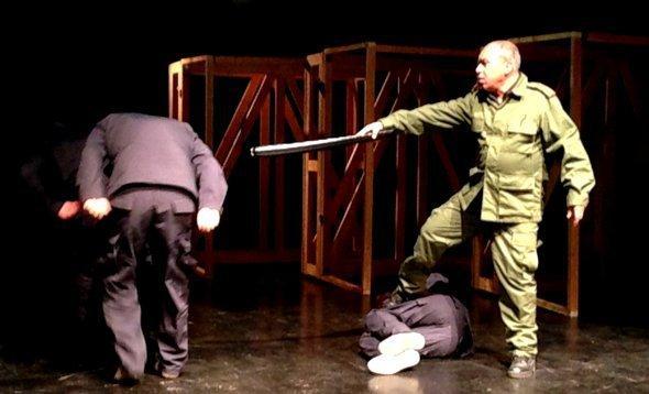 Scene from 'Der deutsche Stuhl' (photo: Jannis Hagmann)