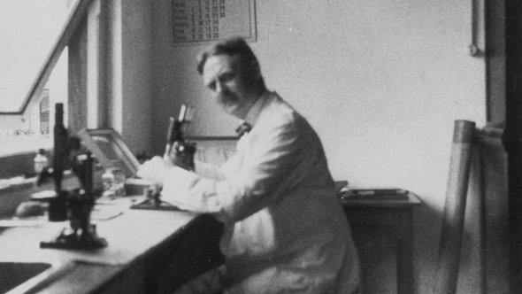 Ernst Rodenwaldt (photo: Wikipedia/Tropenmuseum)
