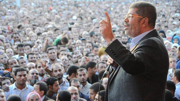Morsi giving a speech in front of the Presidential Palace in Cairo (photo: Reuters)