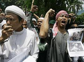 FPI supporters in Jakarta (photo: AP)